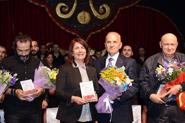 En iyi müzik eleştirmeni ödülü Burhan Ayeri'nin