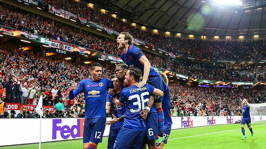 Manchester United'dan tarihi zafer