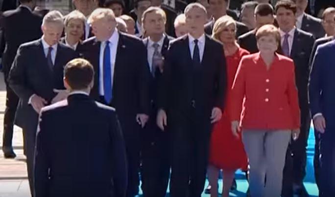 Macron, Trump'ı böyle rezil etti