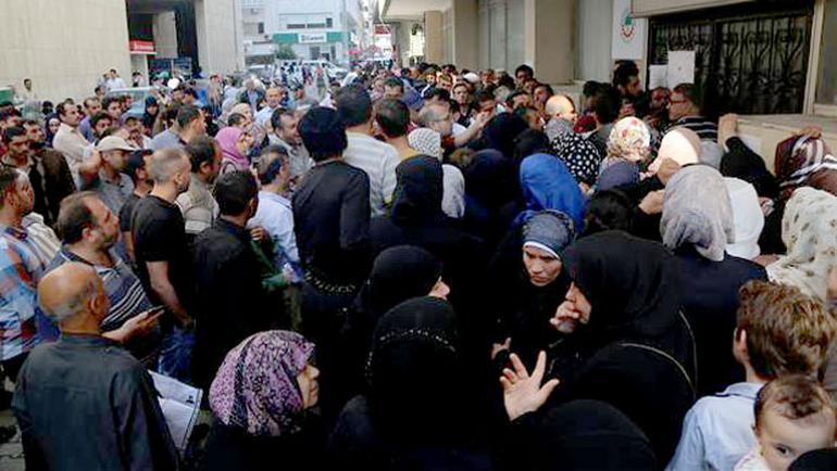 Suriyeliler kimlik için birbirleriyle yarıştı
