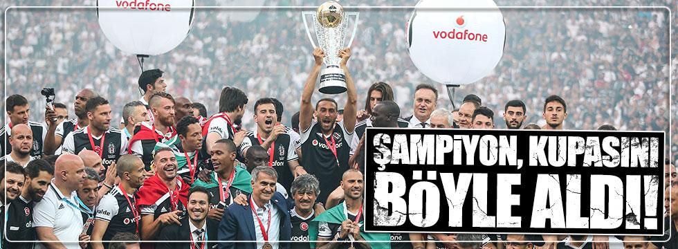Beşiktaş şampiyonluk kupasını böyle aldı!