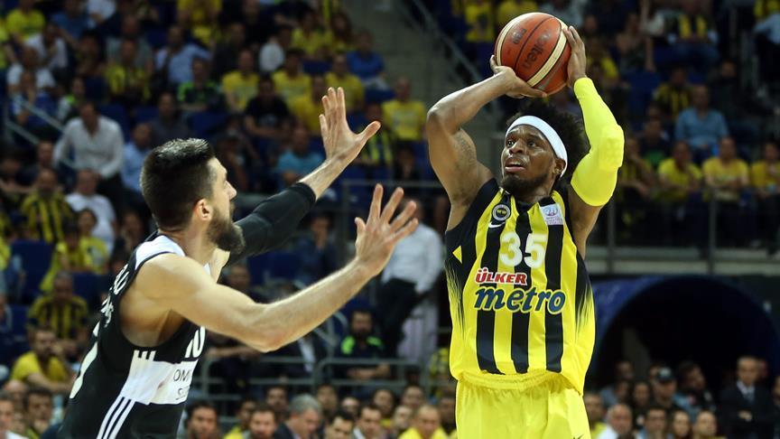 Fenerbahçe final serisinde 1-0 öne geçti
