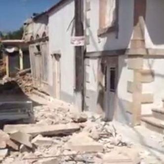 Midilli'de depremden yıkılan binalar var