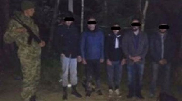 Sınırdan kaçak geçerken yakalandılar