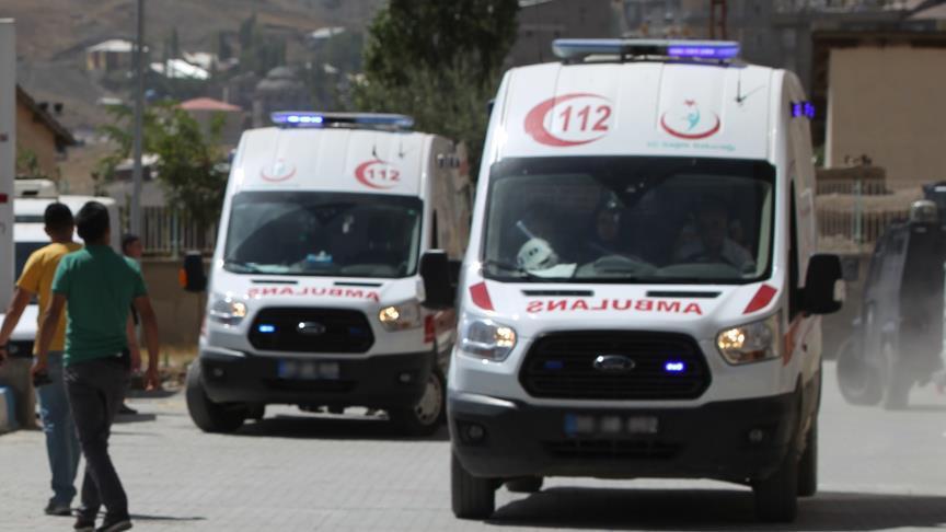 Polis midibüsüyle yolcu midibüsü çarpıştı: 2 ölü