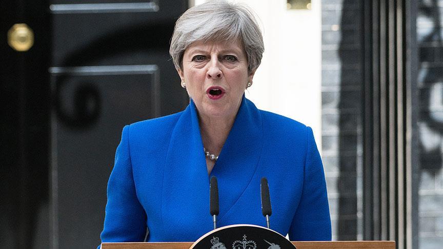 İngiltere Başbakanı May özür diledi