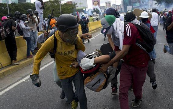 Venezuela protestolarında bilanço ağır