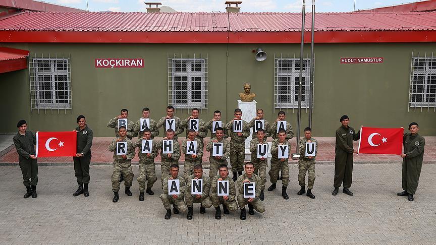 Sınırdaki Mehmetçik'ten 'Bayramda rahat uyu anne' mesajı!