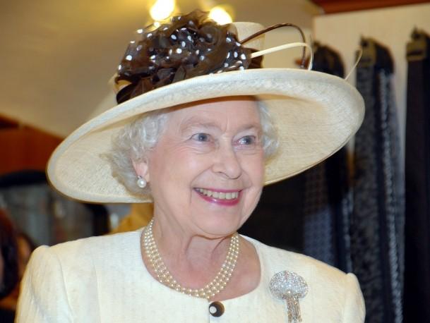 Kraliçe Elizabeth'in maaşına rekor zam!