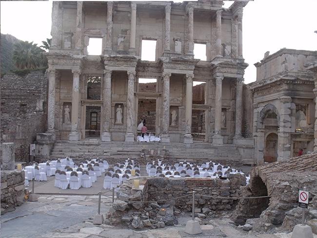 Efes Antik Kenti'ndeki düğüne yetkililer ne dedi?