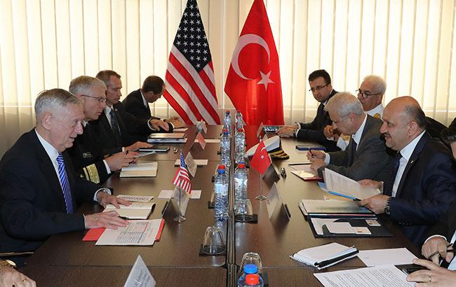 Milli Savunma Bakanı Işık, ABD'li mevkidaşıyla görüştü