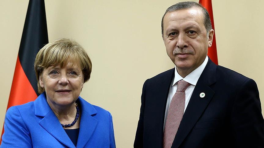 Erdoğan, Merkel ile bir araya geldi