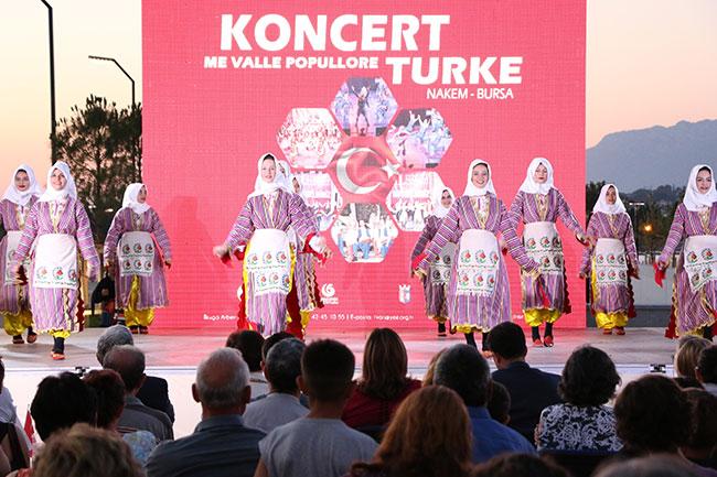 Arnavutluk'ta Türk Halk Oyunları konseri