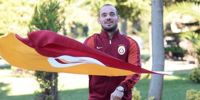 Wesley Sneijder taraftara müjdeyi verdi!