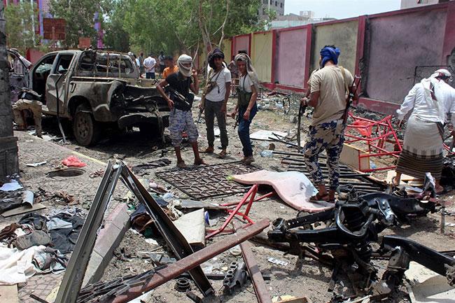 Suudi Arabistan, BAE ile birlikte Yemen'i vurdu!