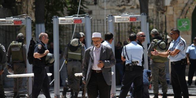 İsrail Mescid-i Aksa'daki metal dedektörleri kaldırıyor
