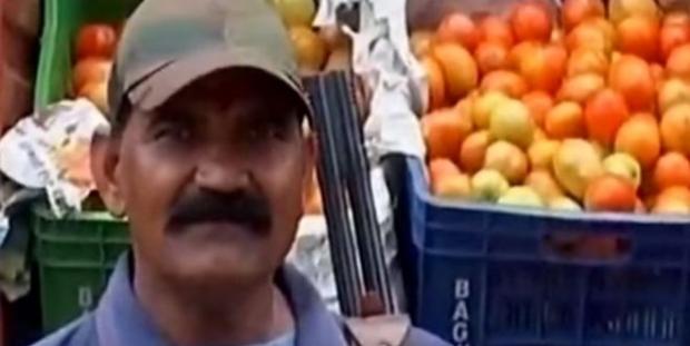 Fiyatı artan domatese silahlı koruma