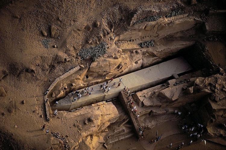 3500 yıllık tamamlanmamış dikilitaş bulundu