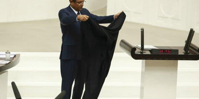 CHP'li Özel'den meclis kürsüsüne kara örtü