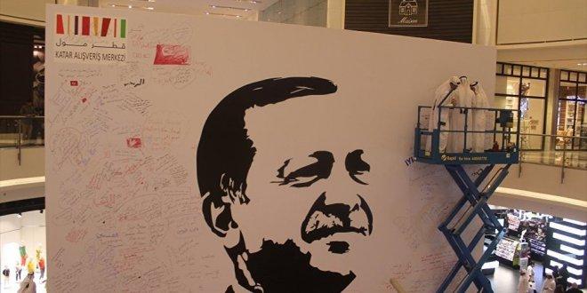 Katar'da bir alışveriş merkezine Erdoğan'ın posteri asıldı