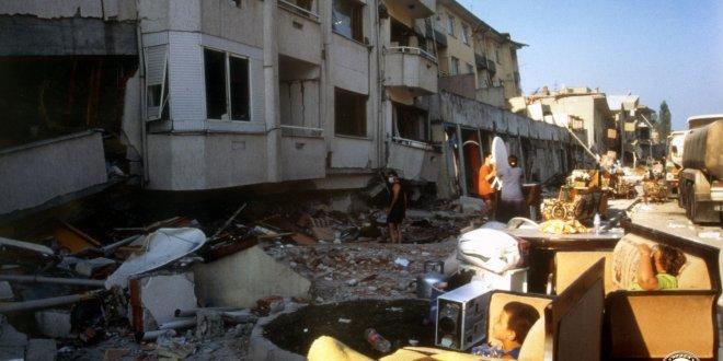 """""""İstanbul'da toplanma alanları AVM oldu, çadır kuracak yer kalmadı"""""""