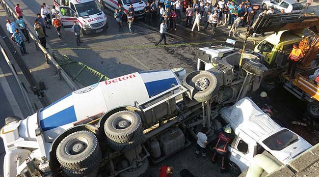 Kadıköy'de beton mikseri köprüden aracın üzerine uçtu