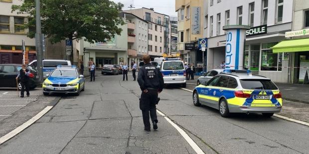Bir bıçaklı saldırı da Almanya'da