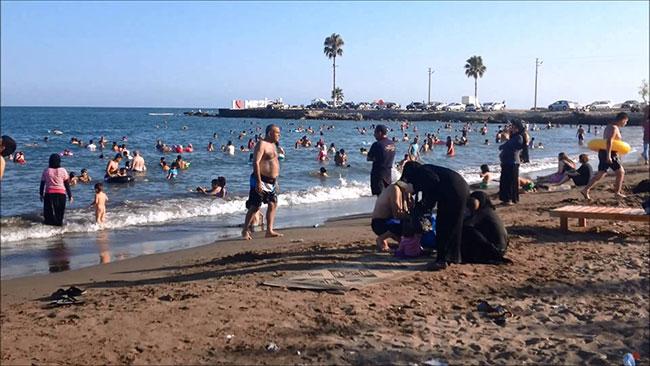 Samsun'da denize çıplak giren Suriyeliyi linçten polis kurtardı