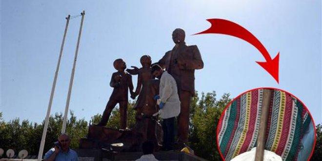 Yine Atatürk Anıtı'na saldırı!