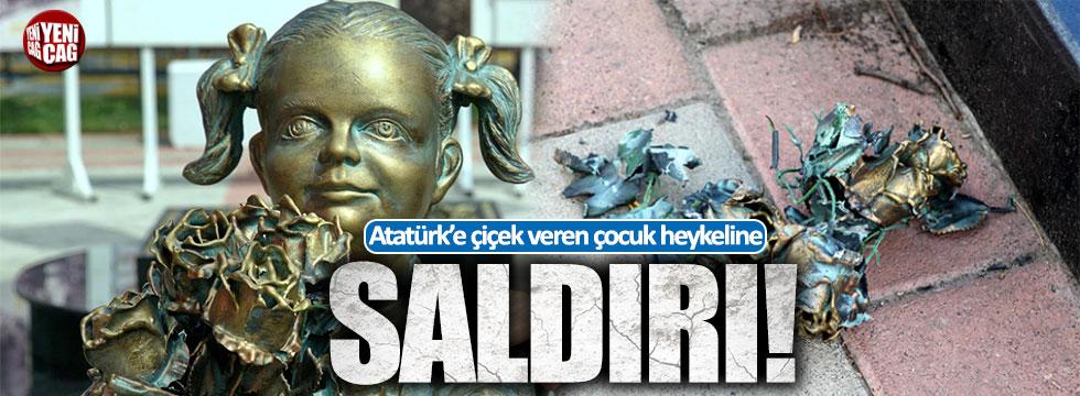 Atatürk'e çiçek veren kız heykeline saldırı!