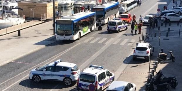 Fransa'da araç kalabalığın arasına daldı