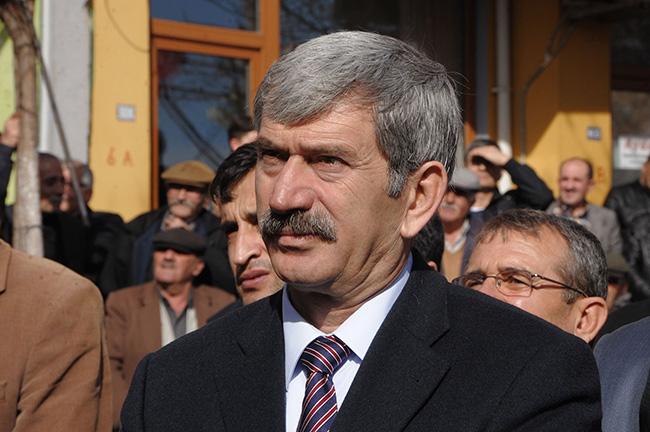 Bahçeli, Şefkat Çetin'in istifasını istedi