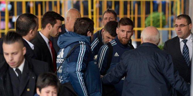 Dünya Messi'nin davranışını konuşuyor