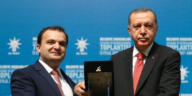 FETÖ'den yargılanan Başkan'a Erdoğan'dan ödül