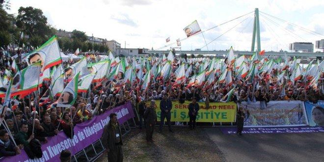 Almanya'da PKK paçavraları açıldı