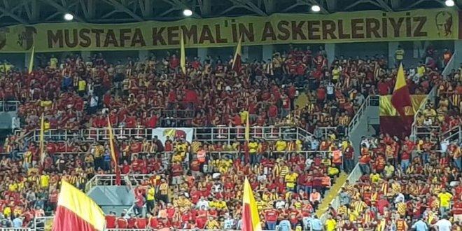 İzmir'de Atatürk'lü pankart krizi!
