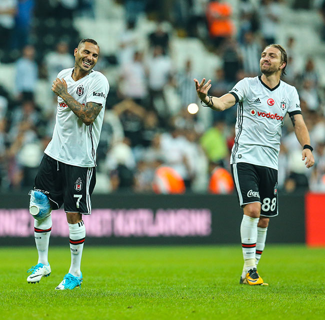 Beşiktaş Cenk ve Quaresma ile güldü