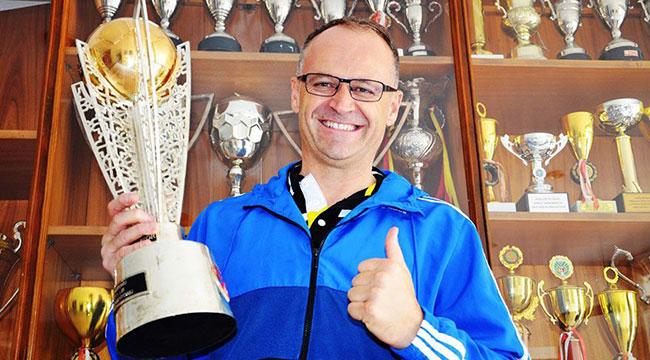 Osmanlıspor'un yeni teknik direktörü İrfan Buz oldu