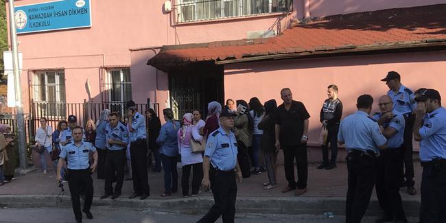 Öğrencinin annesi öğretmeni bıçakladı