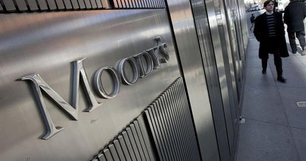 Moody's İngiltere'nin kredi notunu indirdi