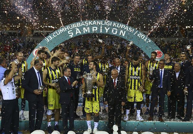 Fenerbahçe'nin şampiyonluk kutlamasına Aleyna Tilki damga vurdu