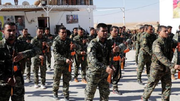 Türkiye sınırında YPG töreni