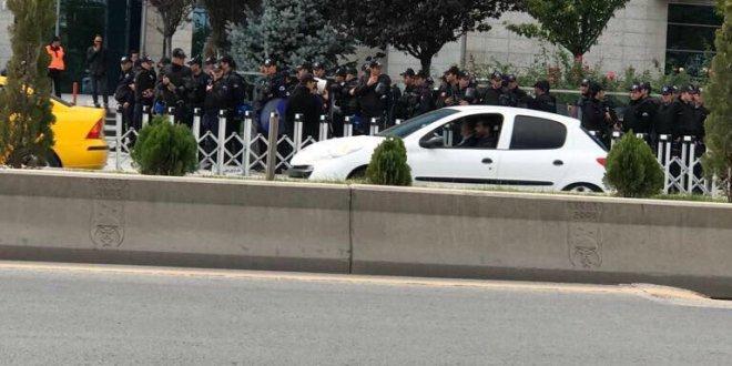 Belediye önünde polis barikat kurdu: Ankara'da neler oluyor?
