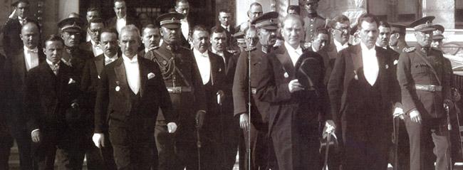 Bir Atatürk'ün namazı kalmıştı!