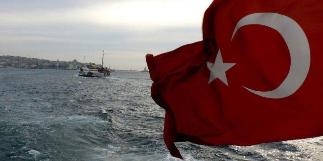 """Özdil: """"Ne mutlu Türk'üm diyene..."""""""