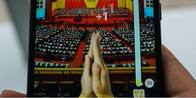 Çin'deki komünist tapınma telefonlara geldi