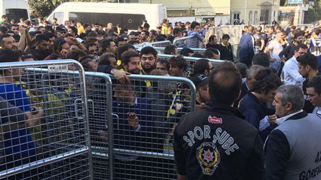 Derbi öncesi Kadıköy'de gerginlik