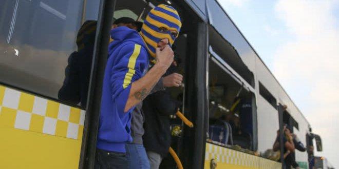 Fenerbahçe taraftarı otobüslerin camlarını kırdı