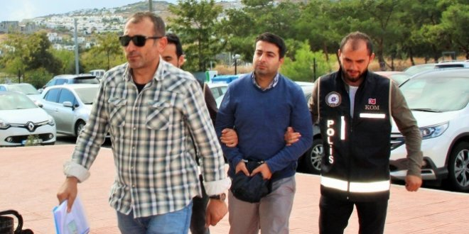 Dışişleri müsteşarı Yunanistan'a kaçarken yakalandı