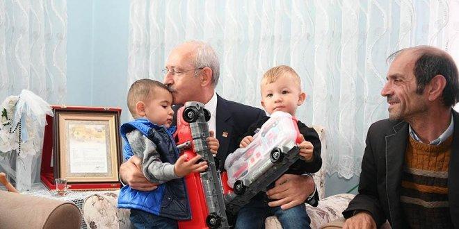 Kılıçdaroğu'ndan  şehit Uzman Çavuş Gençer'in ailesine ziyaret